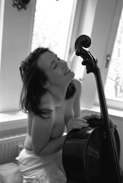 Anne, she loves her cello and...pastries. Germany, 2018.
